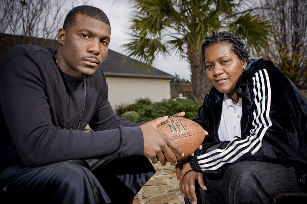 Dez and Angela Bryant pose for a portrait in DeSoto Tuesday, December 22, 2009. BRANDON WADE/Special Contributor 04282010xSPORTS