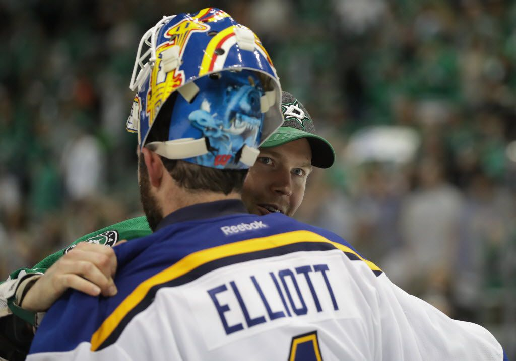 DALLAS, TX - MAY 11:  Brian Elliott #1 of the St. Louis Blues shakes hands with Kari Lehtonen #32 of the Dallas Stars after the Blues won 6-1 in Game Seven of the Western Conference Second Round during the 2016 NHL Stanley Cup Playoffs at American Airlines Center on May 11, 2016 in Dallas, Texas.  (Photo by Ronald Martinez/Getty Images)