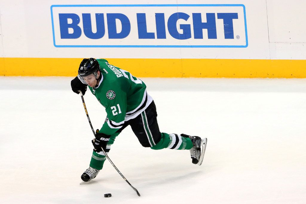 DALLAS, TX - DECEMBER 15:  Antoine Roussel #21 of the Dallas Stars shoots the puck against Rick Nash #61 of the New York Rangers in the third period at American Airlines Center on December 15, 2016 in Dallas, Texas.  (Photo by Tom Pennington/Getty Images)