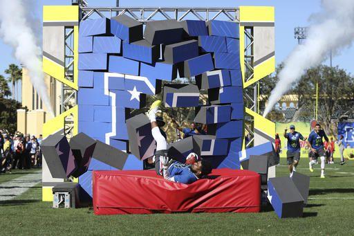 Ezekiel Elliott de los Cowboys participa en el desafío de habilidades el miércoles en los festejos previos al Pro Bowl. Foto AP