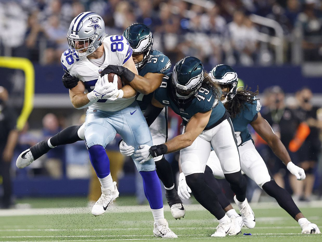 Dallas Cowboys tight end Dalton Schultz (86) is tackled by Philadelphia Eagles linebackers T.J. Edwards (57) and Alex Singleton (49) during the first quarter at AT&T Stadium in Arlington, Monday, September 27, 2021. (Tom Fox/The Dallas Morning News)