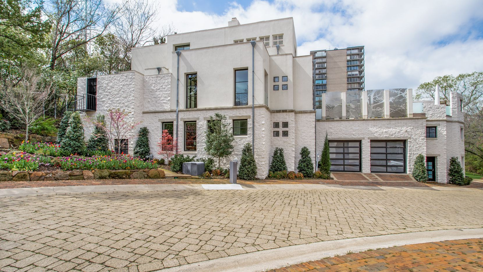 Take a look at the house at 2814 Park Bridge Court in Dallas.