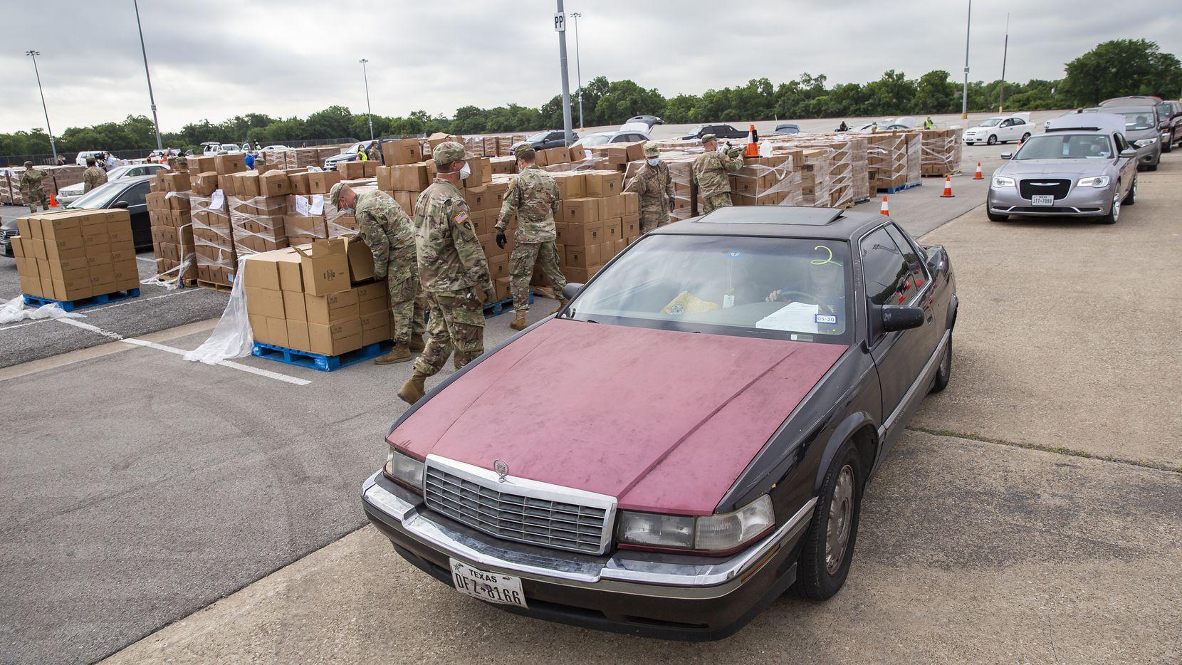Cajas con alimentos serán repartidos de 8 a 11 a.m. en diferentes sitios en Dallas por el North Texas Food Bank.El NTFB estará en North Lake College y otros colegios comunitarios.