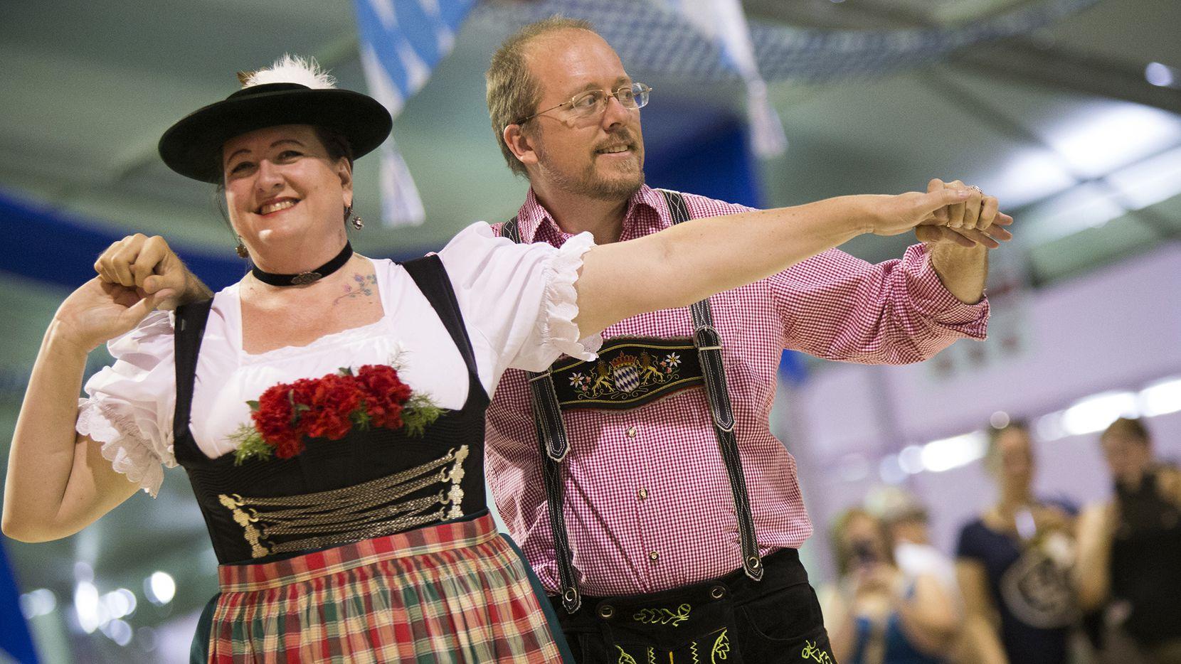 Addison Oktoberfest ofrece bailes bávaros típicos durante cuatro días.
