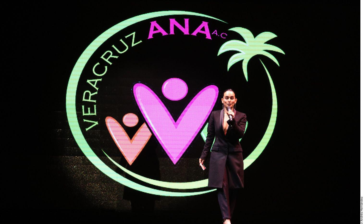 La actriz Ana de la Reguera recomendó algunas serie para los días de cuarentena.