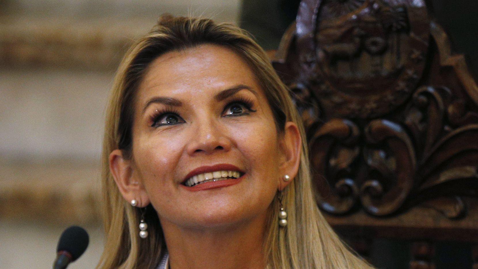 Jeanine Áñez, presidenta interina de Bolivia, tiene covid-19.