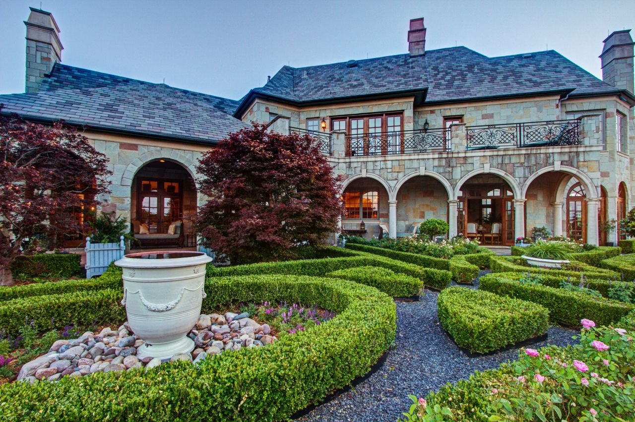 A look at the courtyard of the Westlake estate, on the market for $14,697,000