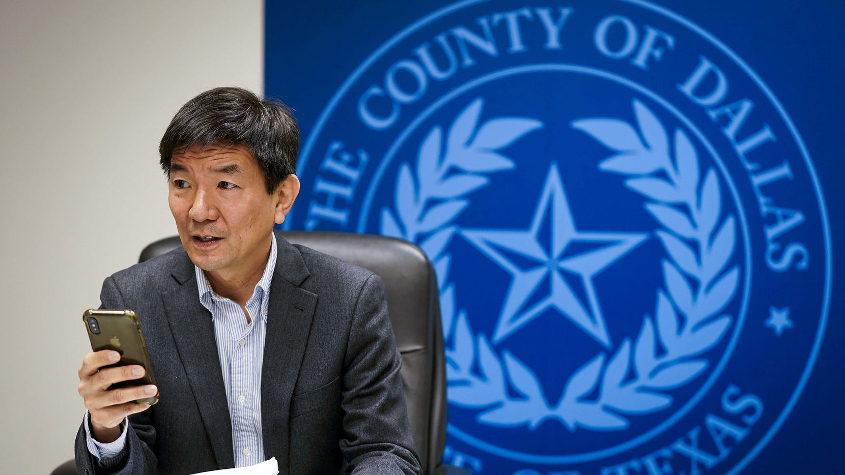 El doctor Philip Huang es la voz científica del condado de Dallas y asesora directamente al juez del condado Clay Jenkins.