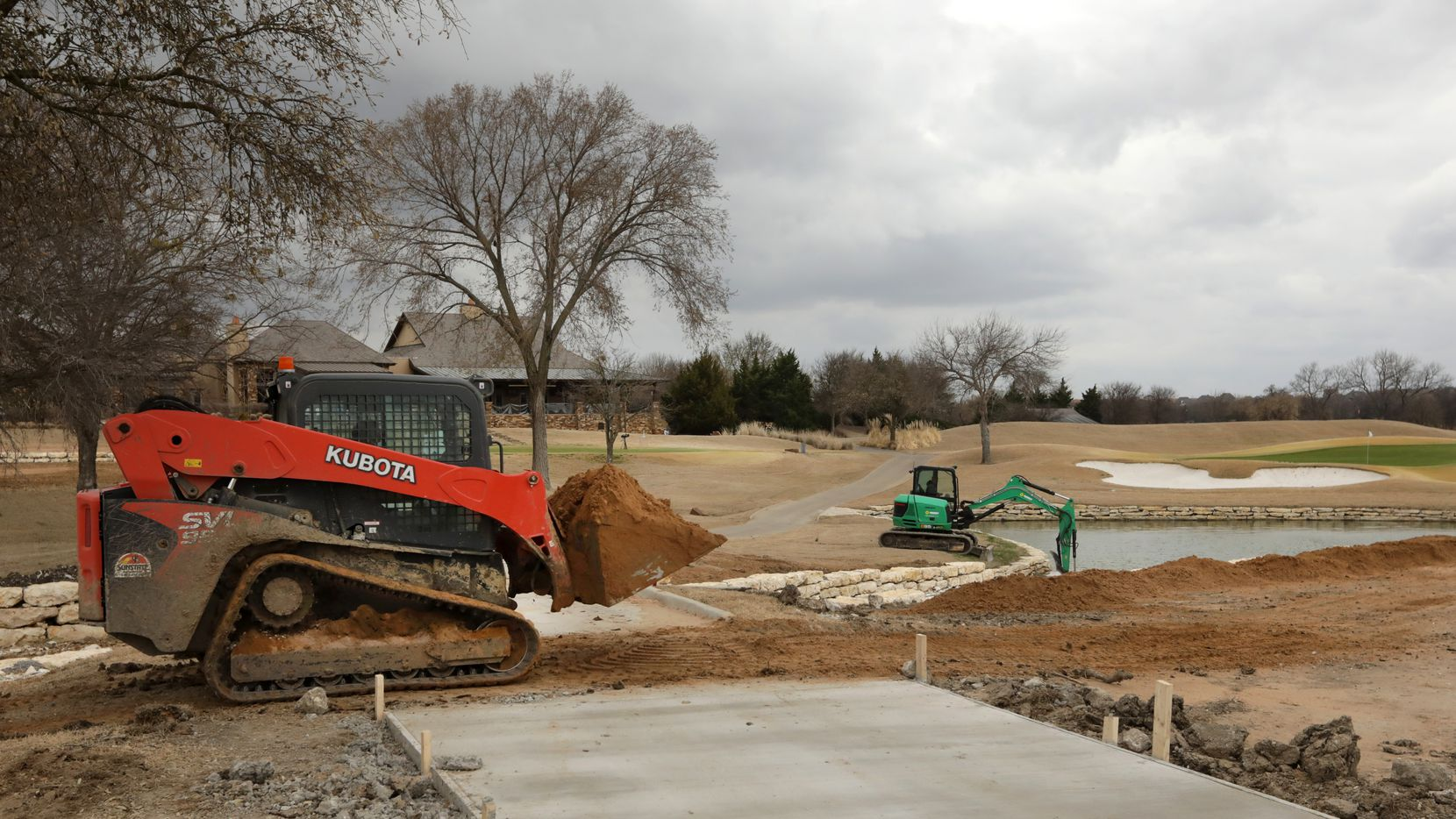Workers prepare for the Byron Nelson tournament at TPC Craig Ranch in McKinney on Mar. 9, 2021. (Jason Janik/Special Contributor)