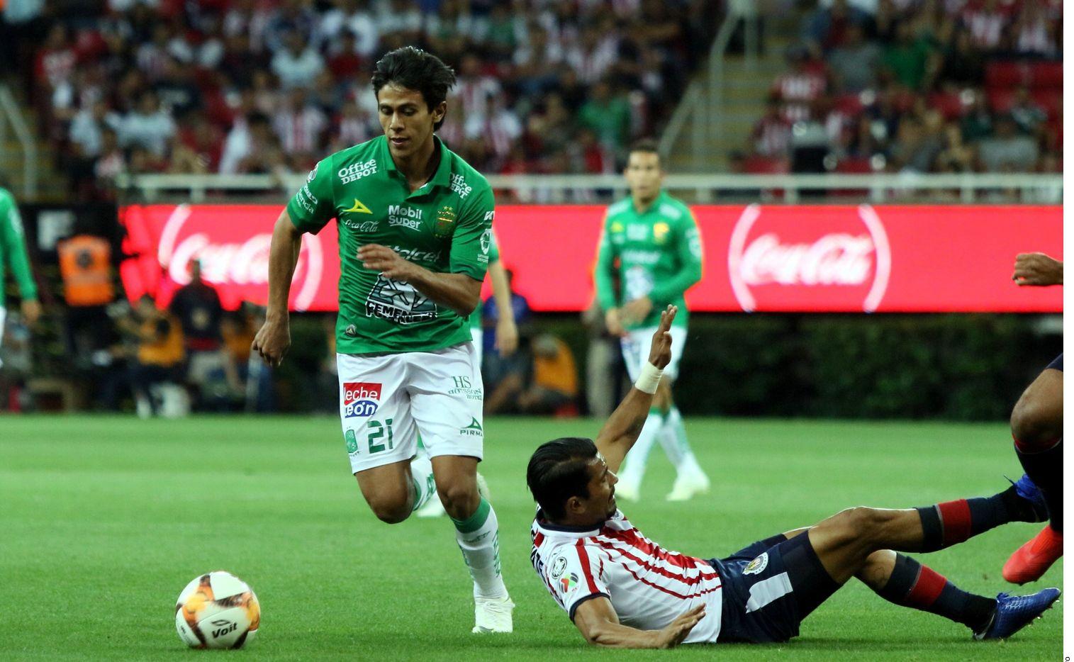 José Juan Macías del León quiere llegar al futbol de Europa. Chucho Martínez le prometió buscar esa opción.