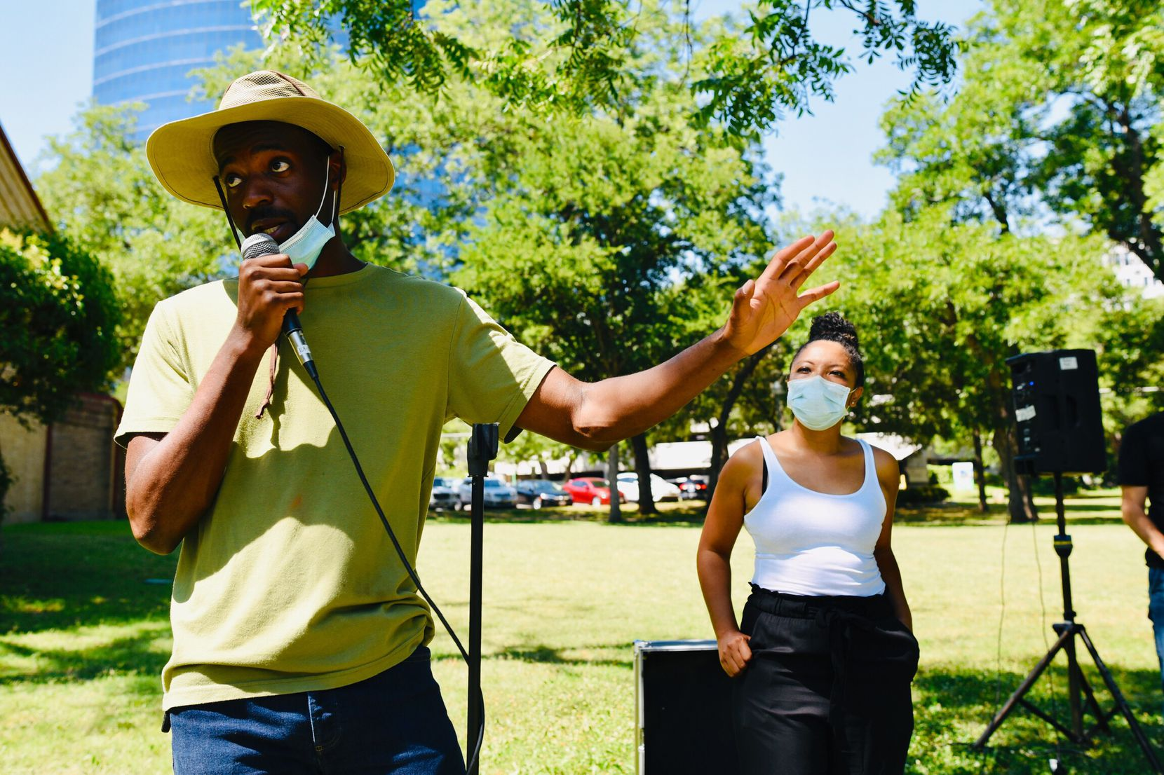 Jeziel Jones (left), head organizer for the Potluck Protest, tells volunteers to run to nearby protesters and provide them with food and water before their march.
