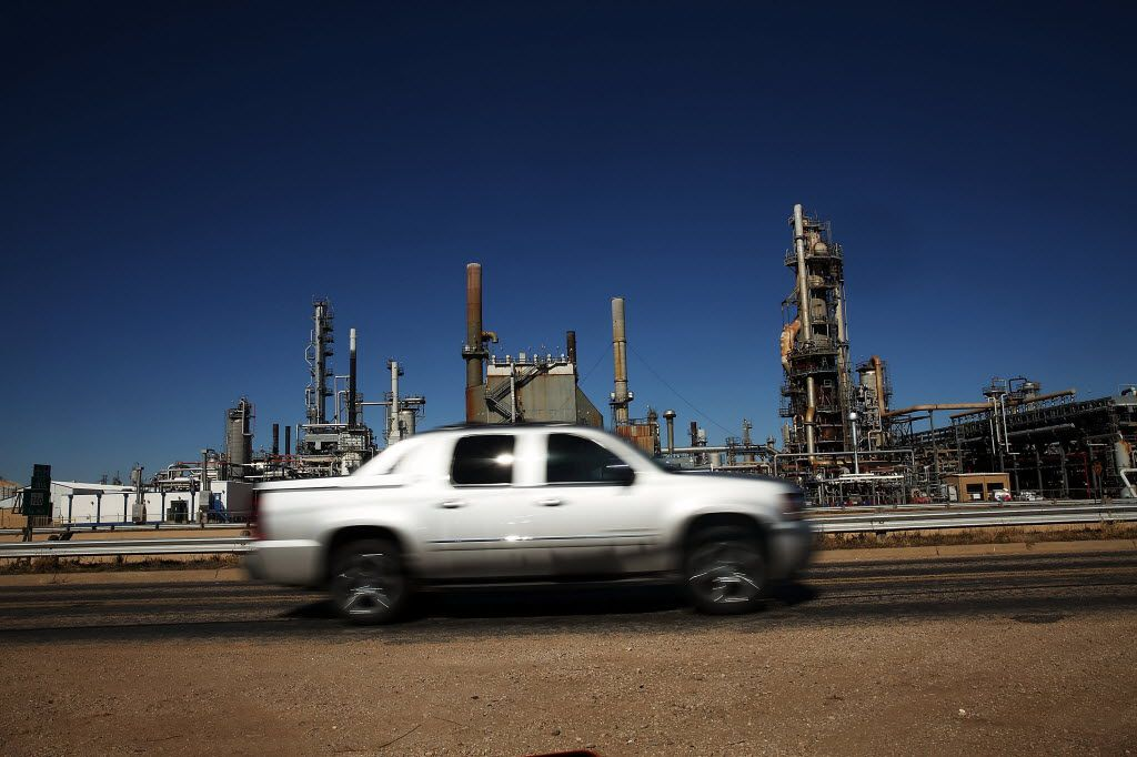 BIG SPRING, TX An oil refinery is situated along a highway on January 21, 2016 in Big Spring, Texas. (Photo by Spencer Platt/Getty Images)