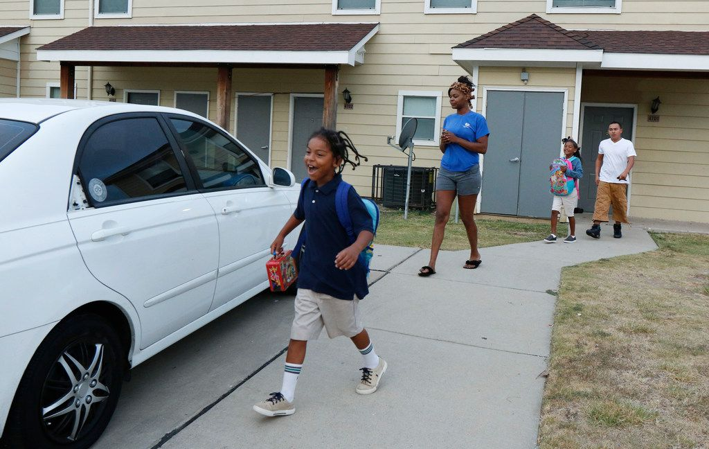 Matthew Palomo, II, 7, from left, Kiala Proctor, 25, Naomi Palomo, 8, and Matthew Palomo, 27, walks to their car to take their children to school in Dallas on Wednesday, September 20, 2017. Kiala works full time at the Hilton Anatole earning just over 20K a year, which for a single mother of two is below poverty threshold. (David Woo/The Dallas Morning News) (WORKING POOR)