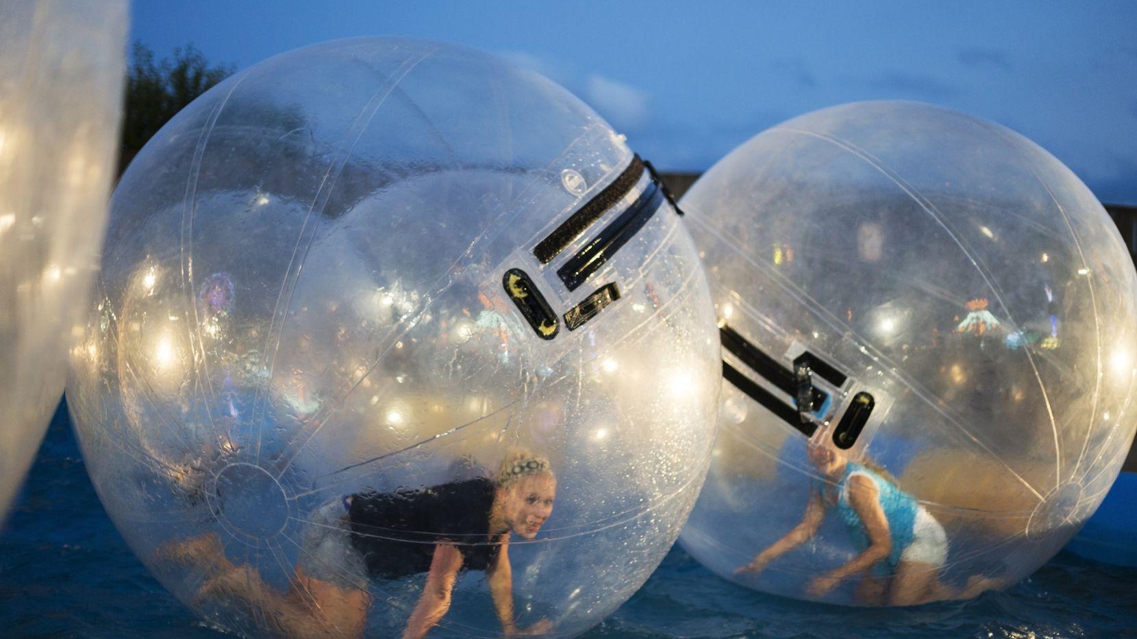 En el área del Metroplex hay varios lugares divertidos para los adultos. iStock
