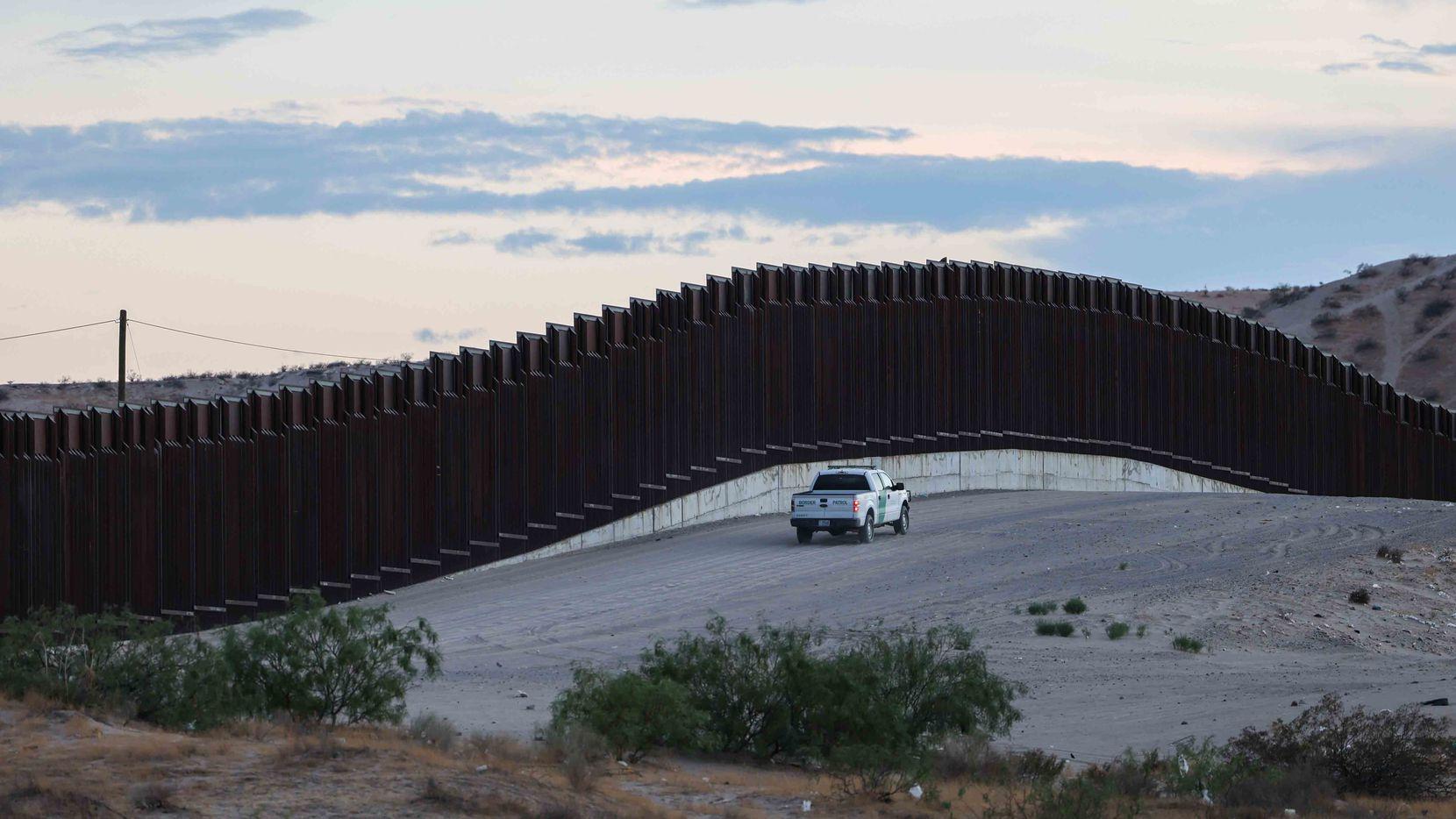 Fiscales en Nueva York dicen que Brian Kolfage y otros trabajaron con el fin de desviar para uso personal parte de los $25 millones recaudados para el muro fronterizo.