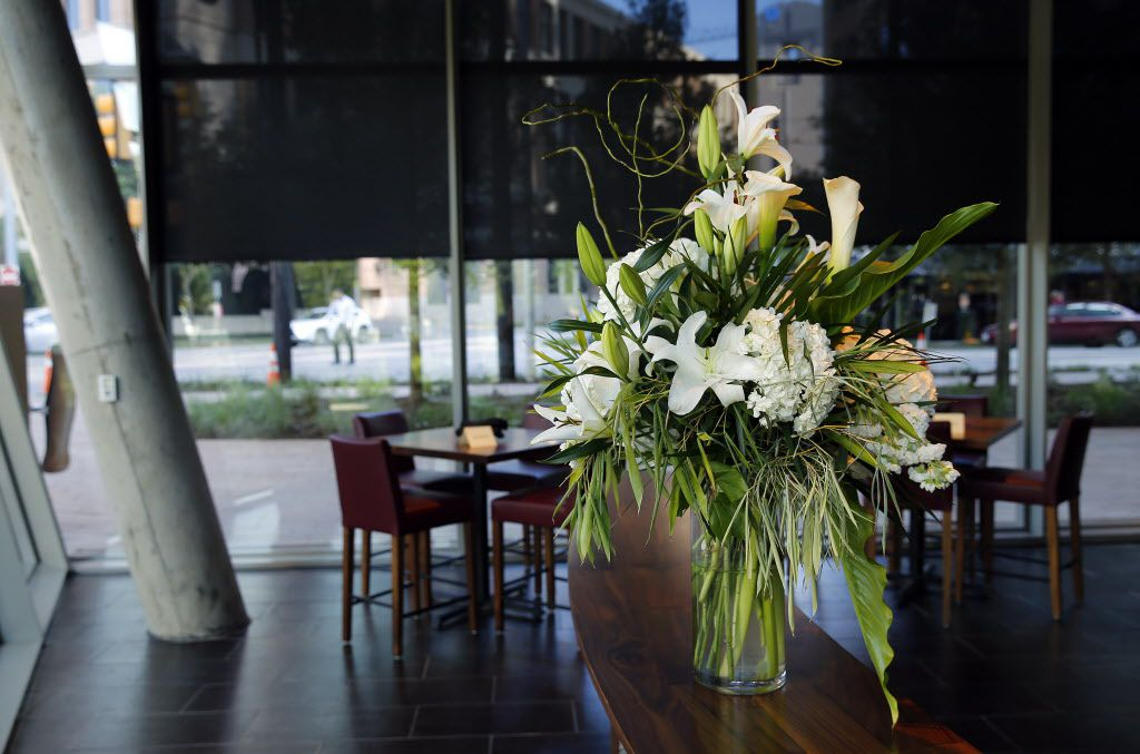 A fresh floral display sits on a curved bar table in the new Del Frisco's Double Eagle Steak House in Uptown Dallas, Friday, September 9, 2016. The original, located on Spring Valley since 1994, has closed and the new one opens Saturday. (Tom Fox/The Dallas Morning News)