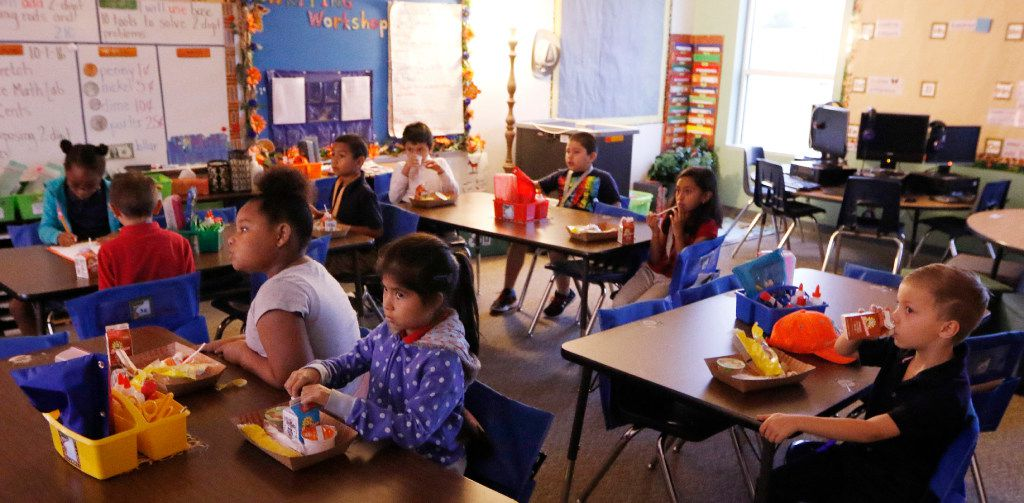 Kayla Claybome, 8, (from left), Gabriela Castillo, 7, and Aidan Hackworth, 7, eat breakfast in their classroom at Heather Glen Elementary School on Tuesday, November 1, 2016 in Garland, Texas. Schools have shifted away from a model of providing breakfast early in the cafeteria to providing breakfast in the classroom during first period. This has increased participation rates. There are fewer stigmas associated with eating a free breakfast when everyone does it. (David Woo/The Dallas Morning News)