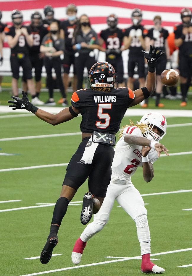 Crosby Deniquez Dunn (2) throws a touchdown pass under pressure from Aledo linebacker Ryan Williams (5) during the first half of the Class 5A Division II state football championship game at AT&T Stadium on Friday, Jan. 15, 2021, in Arlington. (Smiley N. Pool/The Dallas Morning News)