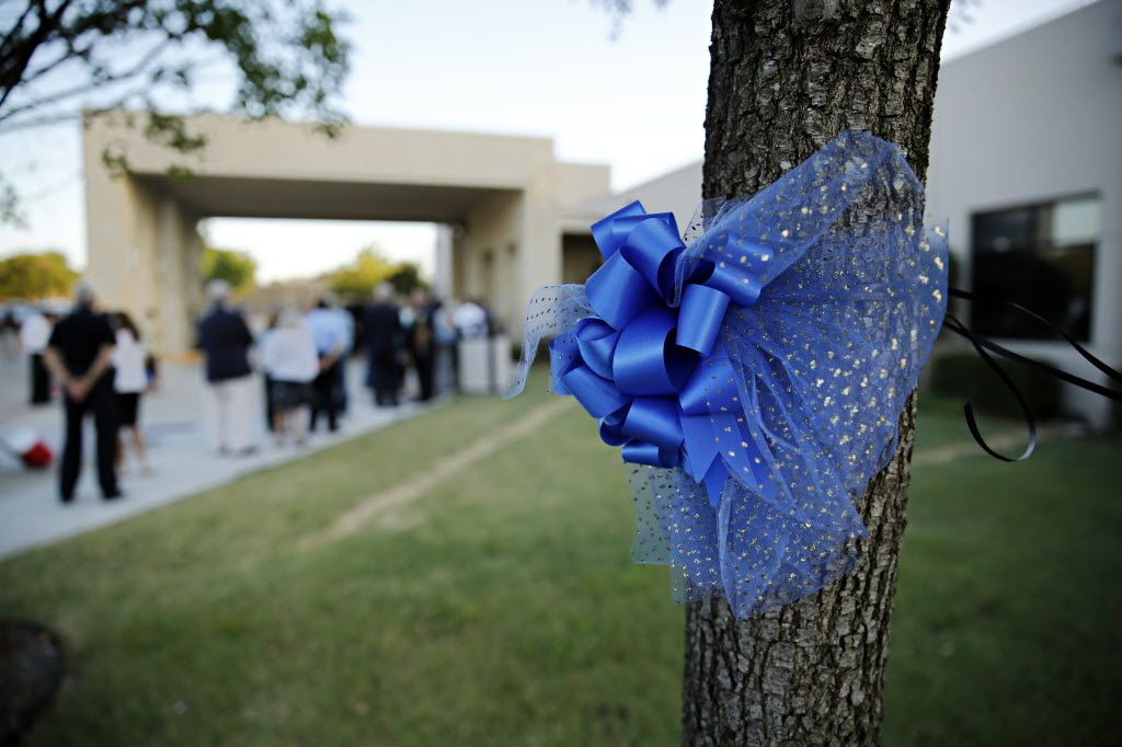 Dallas Shows Support For Police With Ribbon-wrapped Trees