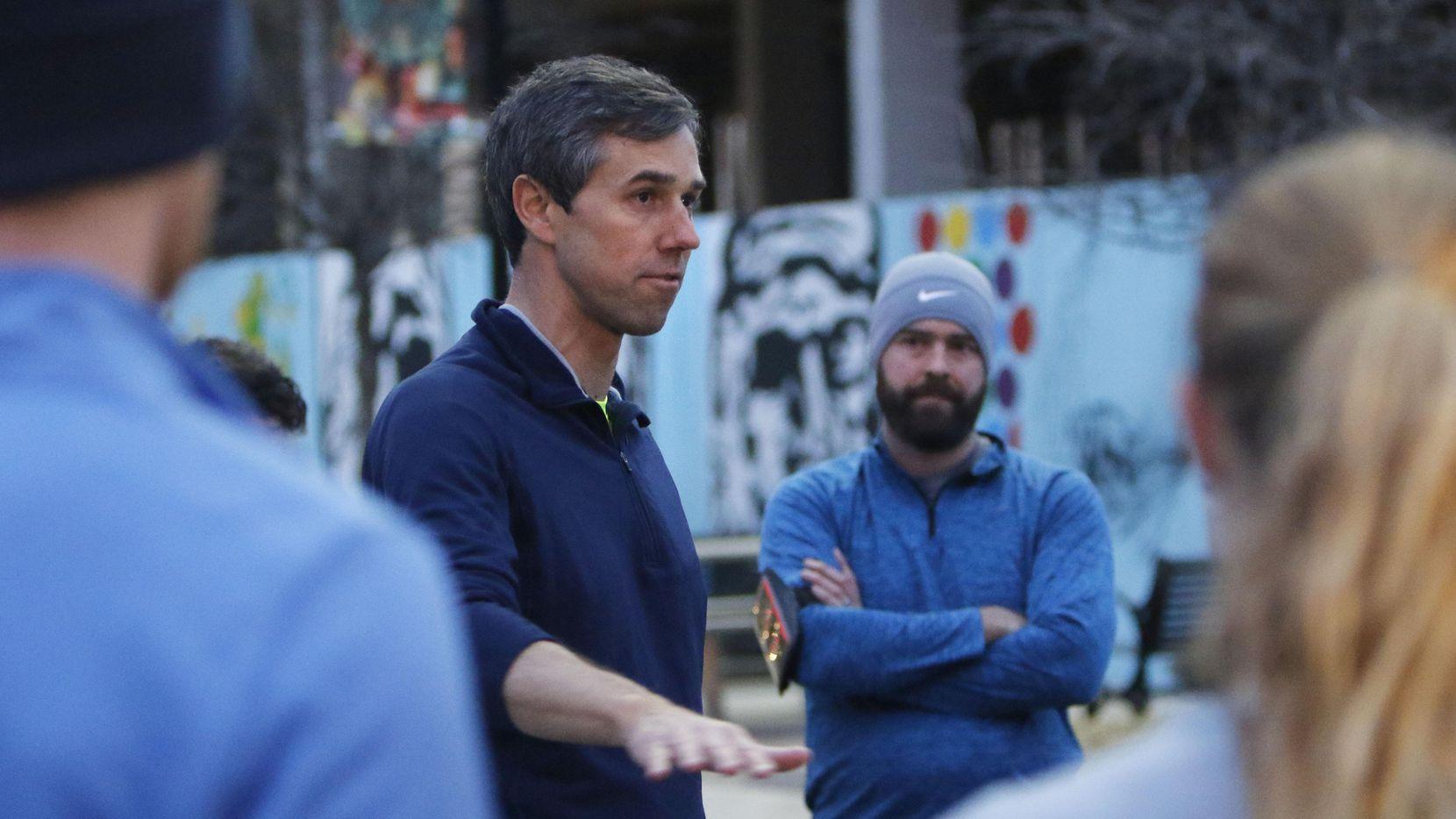 El representante Beto O'Rourke de El Paso se unió a sus impatizantes para correr una millas el viernes por la mañana en Dallas. (DMN/DAVID WOO)