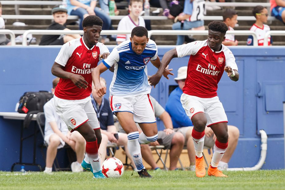 Bryan Reynolds (center in blue jersey) bursts between two Arsenal FC players during a 2018 Dallas Cup game at the Cotton Bowl.