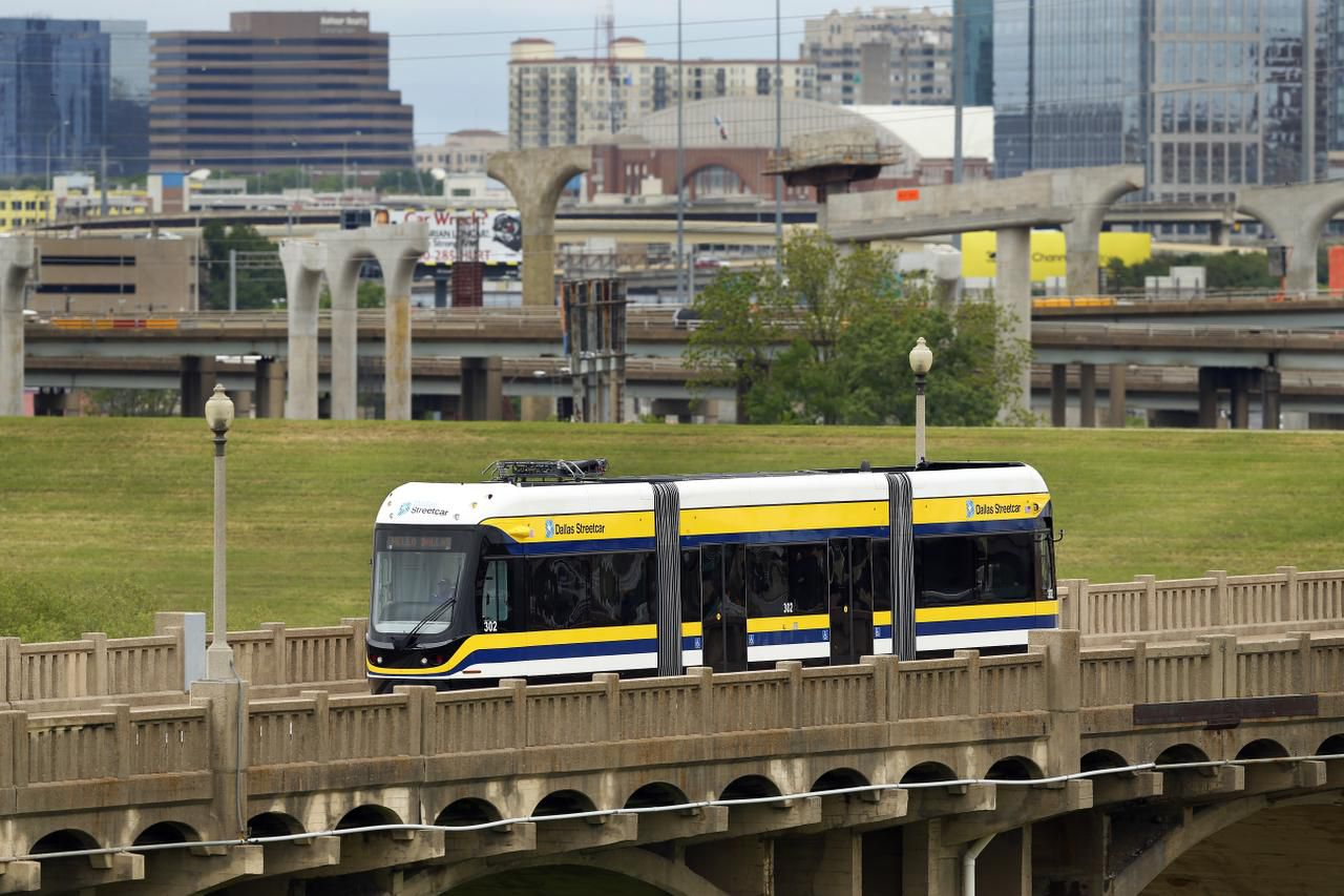 The streetcar is powered by two 550-volt batteries as it crosses the Trinity River on the Houston Street viaduct. Overhead electrical lines power it the rest of the way.