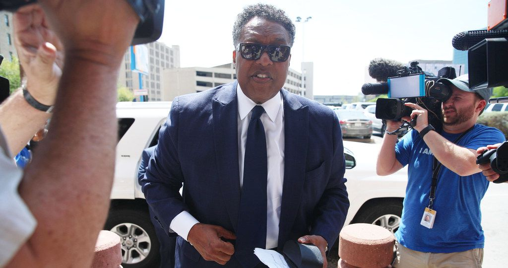 Dwaine Caraway arrives at the Earle Cabell Federal Building on Commerce Street in downtown Dallas on Friday afternoon to be sentenced in a federal corruption case. Caraway had resigned after pleading guilty to accepting $450,000 in bribes and kickbacks in the Dallas County Schools bus scandal. (Shaban Athuman/Staff Photographer)