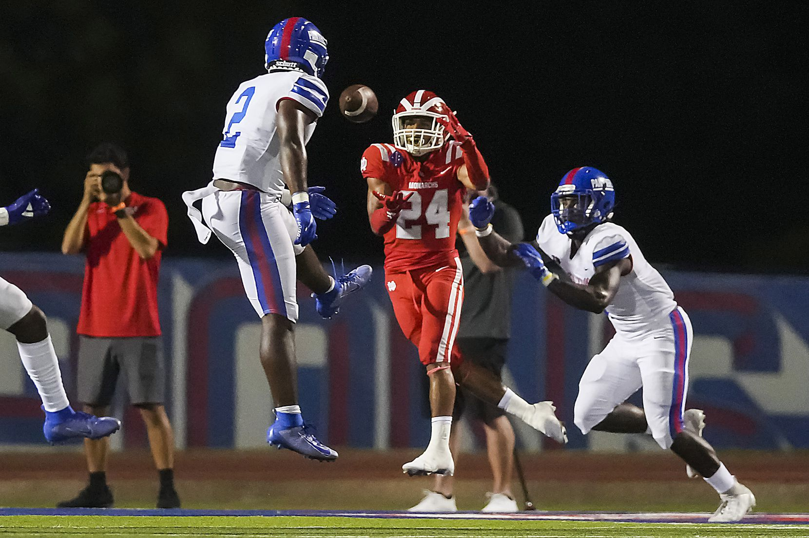 Mater Dei's Quincy Craig (24) hauls in a touchdown pass between Duncanville linebacker Jordan Crook (2) and defensive back Pierre Goree (7) during the first half of a high school football game on Friday, Aug. 27, 2021, in Duncanville. (Smiley N. Pool/The Dallas Morning News)
