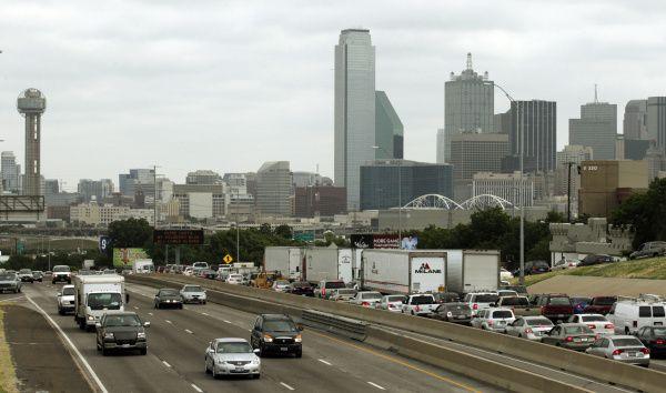El tráfico es todavía un desafío ambiental en el Norte de Texas. El DART no ha logrado ser una alternativa para muchos conductores.