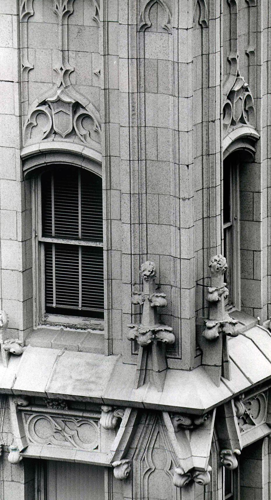 The ornate corner of the 17-story Kirby Building at Main and Akard was first seen by passers-by in 1913, part of the facility built by Adolph Busch as the office building companion of the Hotel Adolphus.  For years, the A. Harris department store occupied the basement and first five floors. Photograph from Jan. 30, 1975.