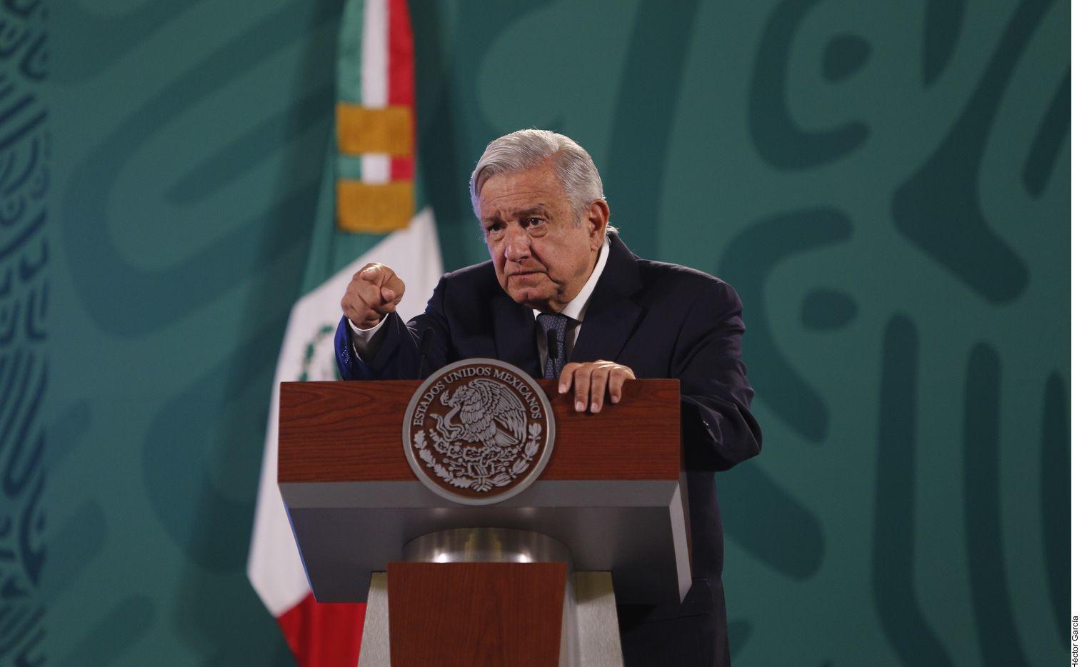 """El presidente mexicano Andrés Manuel López Obrador acusó el jueves a Washington de intervenir en asuntos mexicanos por """"financiar"""" a opositores a su gobierno."""
