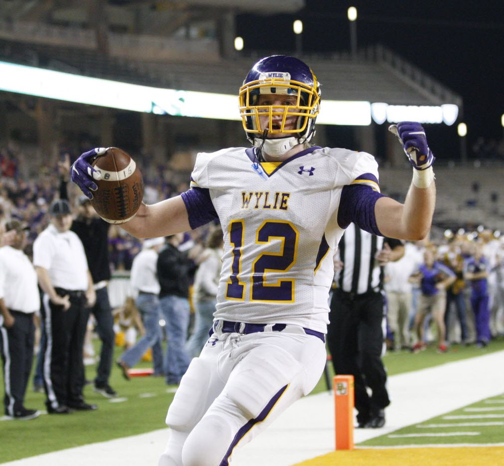 Abilene Wylie Bulldogs Cason Grant (32) scores a touchdown during the first half of a 4A High School State Semifinals football game between Argyle Eagles Vs Abilene Wylie Bulldogs on Friday, December 11, 2015, in Waco, Texas. DRC Jose Yau
