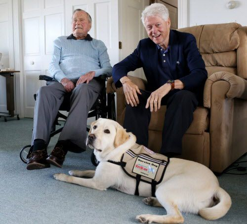 Sully, junto a los ex mandatarios George H.W. Bush y Bill Clinton.