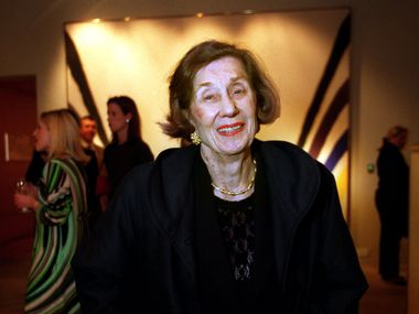 Louise Eiseman at a Junior Associates of the Dallas Museum of Art reception at the Lupe and John Murchison estate in 2003. She died Aug. 9 at 91.