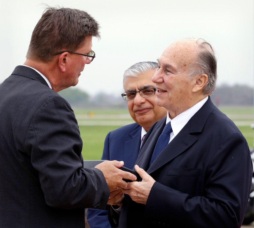 Sugar Land Mayor Joe Zimmerman (left) presents a key to the city to the Aga Khan (right) as Dr. Barkat Fazal, president of the Ismaili National Council U.S.A., looks on.