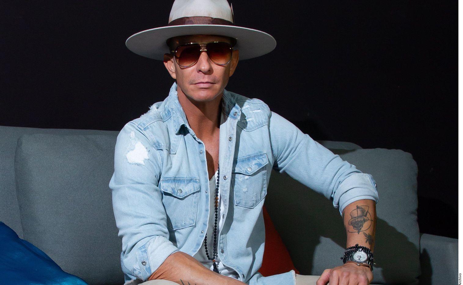 Una banda de asaltantes identificada como la que robó un reloj al cantante Erik Rubín, el sábado pasado en Polanco, fue detenida por la SSC.