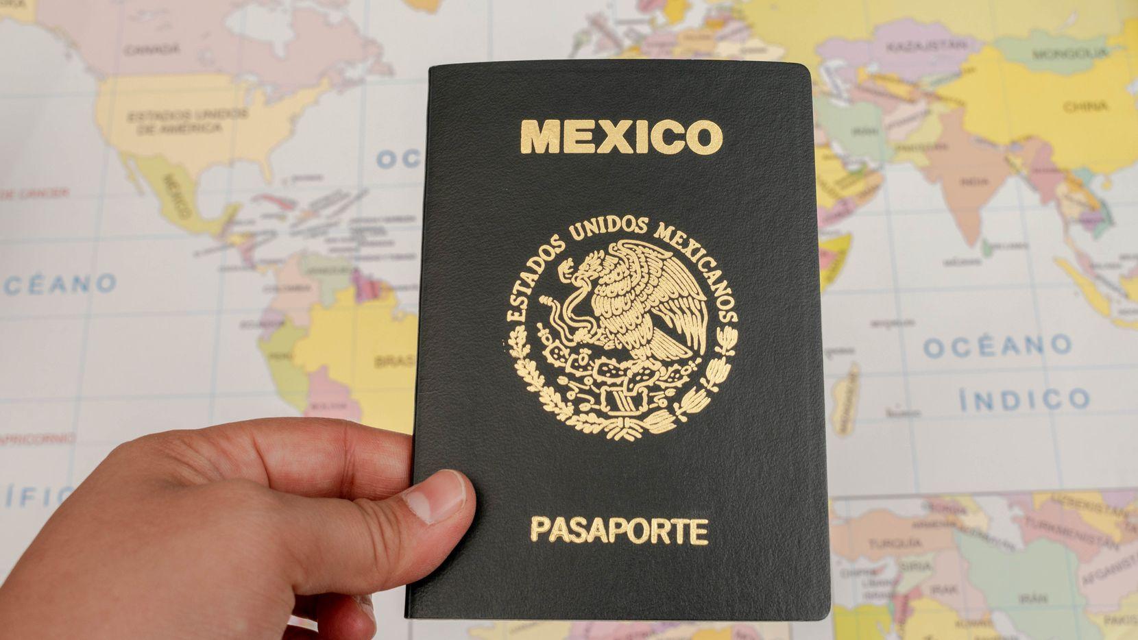 SRE anuncia pasaportes para menores de edad con foto de sus padres a partir del 5 de octubre.