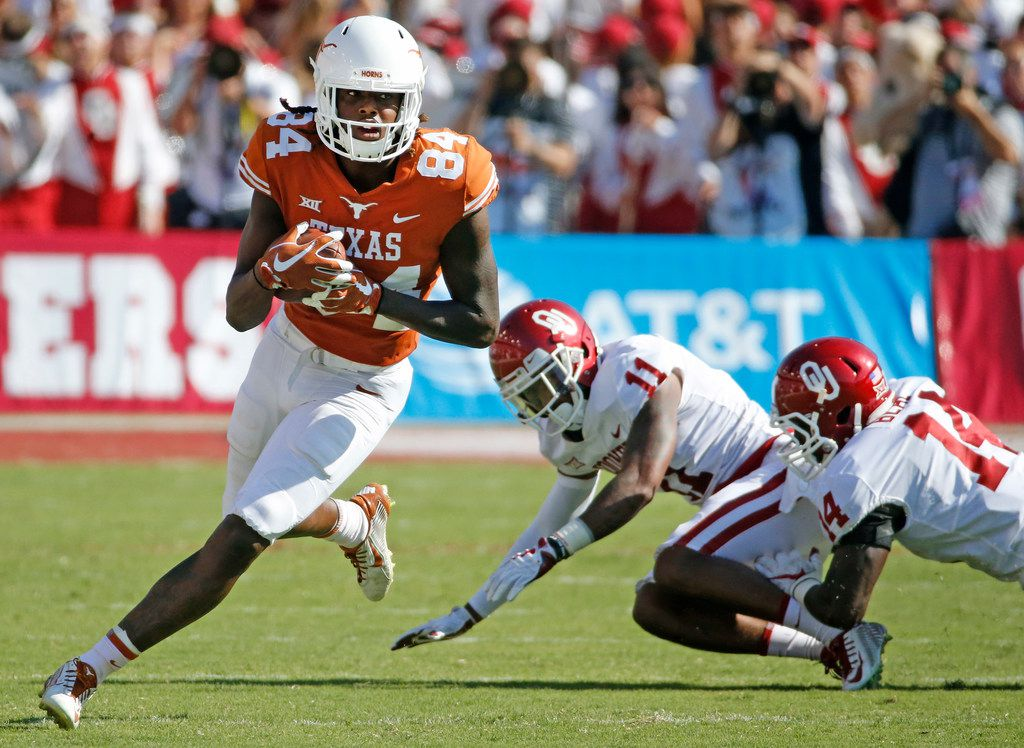 Texas Longhorns wide receiver Lil'Jordan Humphrey (84) catches a second-quarter pass during the Oklahoma University Sooners vs. the University of Texas Longhorns NCAA college football game at the Cotton Bowl in Dallas on Saturday, October 14, 2017. (Louis DeLuca/The Dallas Morning News)