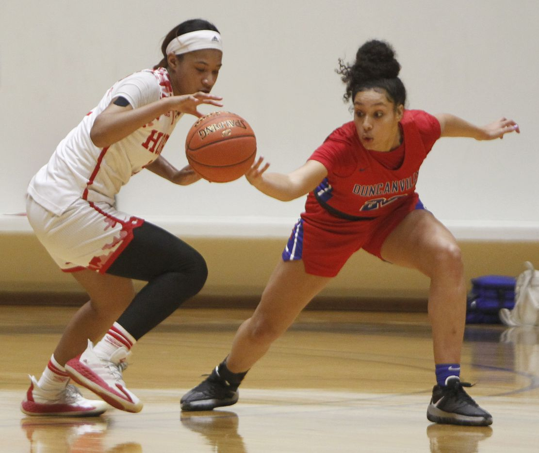 Duncanville forward Laila McLeod (22), right, attempts to knock the ball away from Mesquite Horn guard Jasmine Shavers (3) during first half action. The two teams played their Class 6A area-round playoff basketball game at Loos Field House in Addison on February 23, 2021. (Steve Hamm/ Special Contributor)