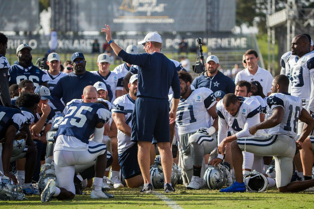 Dallas Cowboys head coach Jason Garrett talks to his team during an afternoon practice at training camp in Oxnard, California on Tuesday, August 13, 2019. (Ashley Landis/The Dallas Morning News)