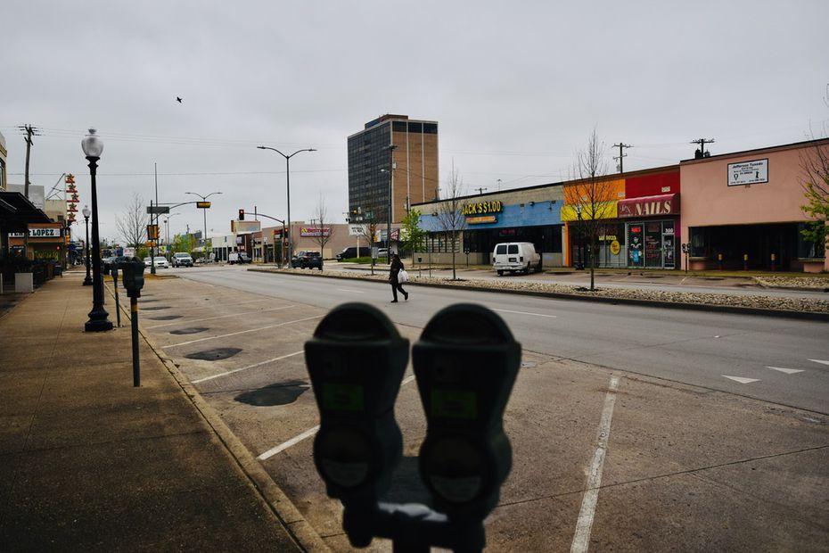 Desde el lunes, las calles de Oak Cliff se vieron vacías por el aislamiento en que viven habitantes del condado de Dallas para evitar la propagación del coronavirus.