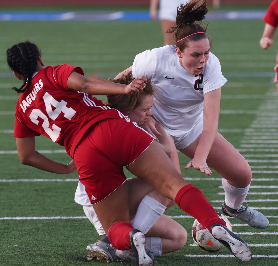 Mesquite Horn's Aniya Clark, (24), foreground, Coppell's Rebecca Watley (9), center, Maya Ozymy (22) collide during the first half of a playoff game at Jesuit High School on Tuesday, April 3, 2018.  (Rex C. Curry/Special Contributor)