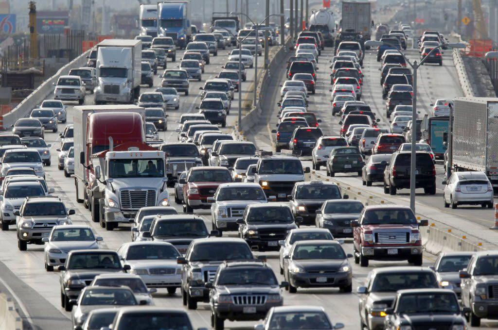 Los trabajos en la I-635E buscan mejorar la movilidad en la vía, considerada una de las de mayor congestión en el estado.