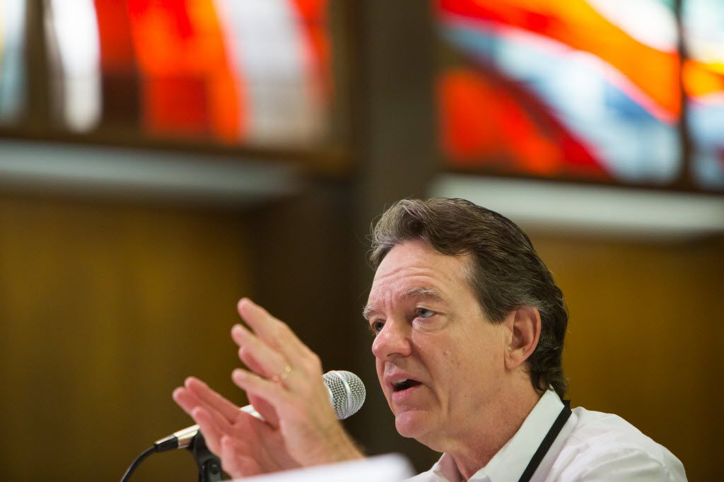 Pulitzer-prize winning author Lawrence Wright