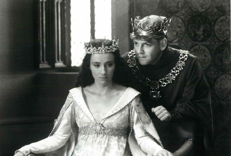 "King Henry V (Kenneth Branagh) woos Princess Katherine of France (Emma Thompson) in the film ""Henry V."""