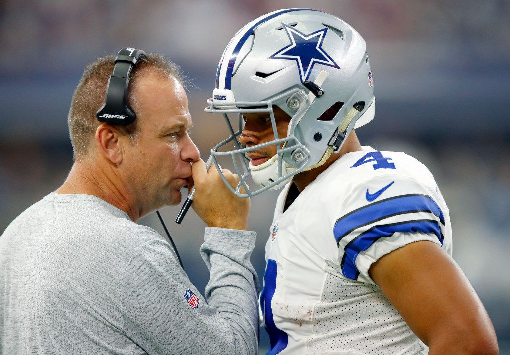 Dallas Cowboys offensive coordinator Scott Linehan (left) confers with rookie quarterback Dak Prescott (4) during the second half of the game against the New York Giants at AT&T Stadium in Arlington, Texas, Sunday, September 11, 2016. (Tom Fox/The Dallas Morning News)