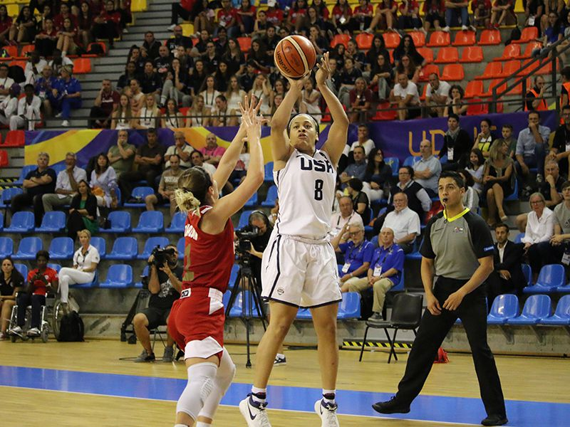 Chennedy Carter (8) scored 31 points for the United States in an 86-82 loss to Russia in the gold medal game of the FIBA U19 World Cup.