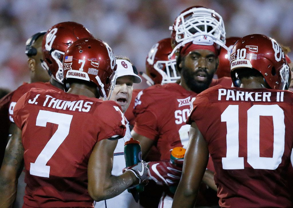 Oklahoma coach Bob Stoops, center, talks with his team during the second quarter of an NCAA college football game against Ohio State in Norman, Okla., Saturday, Sept. 17, 2016. From left are cornerback Jordan Thomas, Stoops, defensive end D.J. Ward and safety Steven Parker. (AP Photo/Sue Ogrocki)