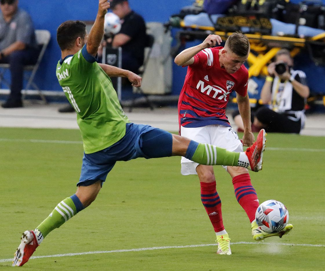 FC Dallas forward Szabolcs Schon (11) gets a pass off as Seattle Sounders midfielder Cristian Roldan (7) tries to break it up during the first half as FC Dallas hosted the Seattle Sounders at Toyota Stadium in Frisco on Wednesday night, August 18, 2021. (Stewart F. House/Special Contributor)