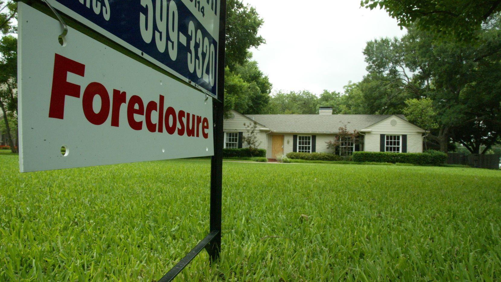 Las tasas de embargo de casas permenacen bajas pese a los retrasos en pagos de hipotecas.